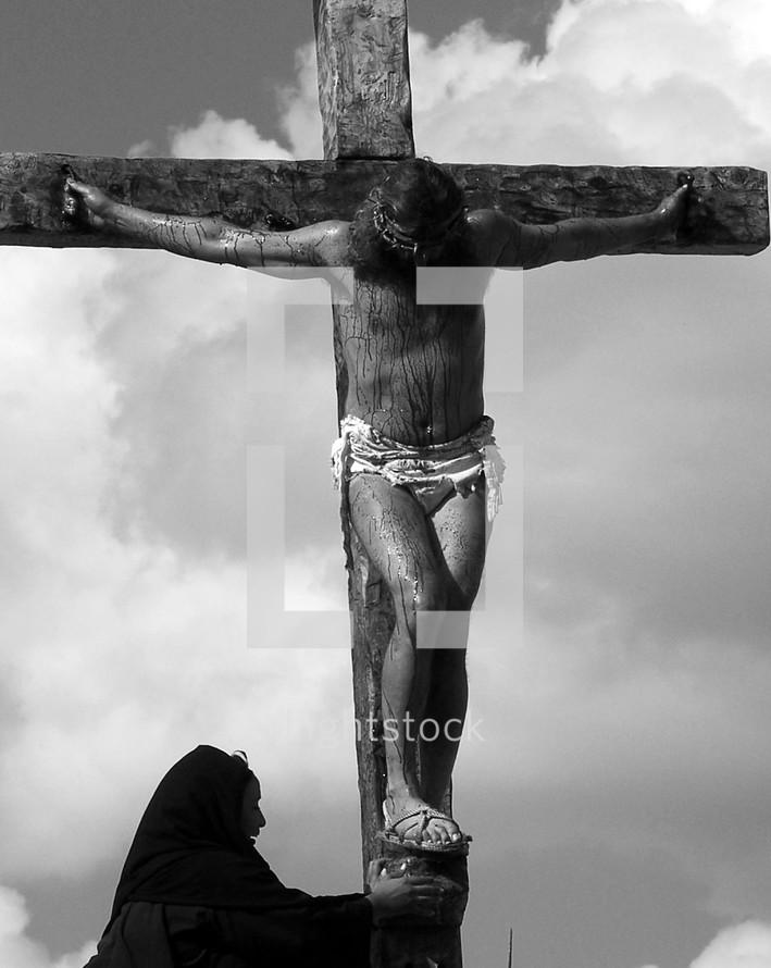 Mary standing below Jesus on the cross
