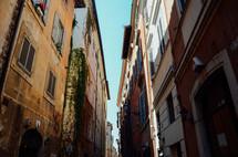 narrow streets of Rome