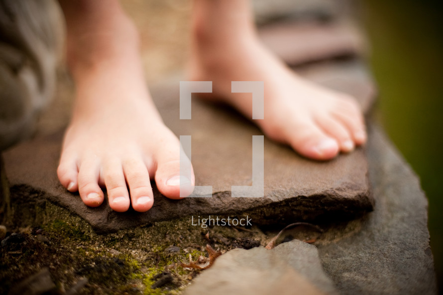 kids bare feet