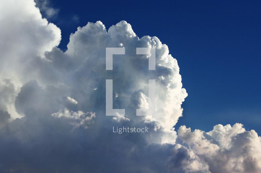 building white cumulus cloud