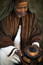 wiseman with the gift of frankincense