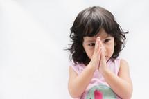 toddler girl praying