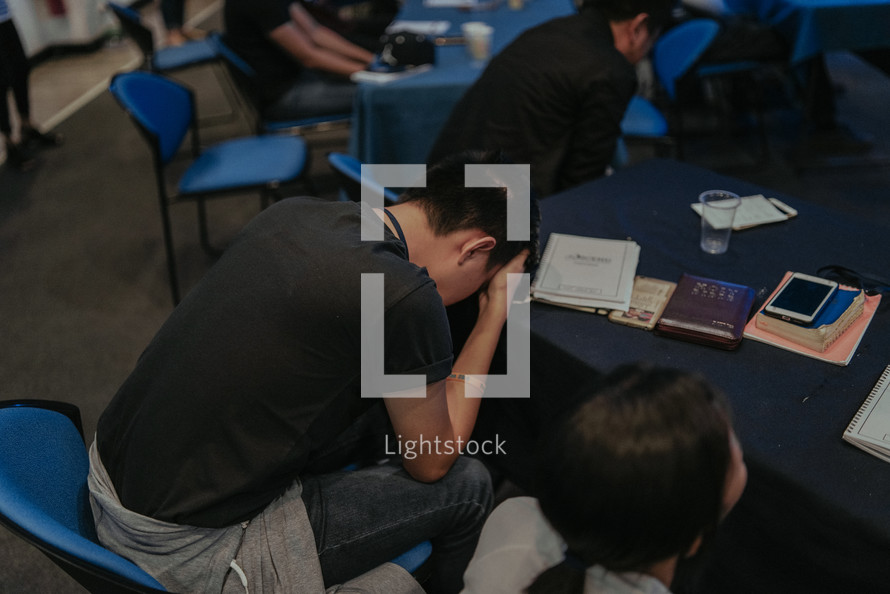 praying classroom of students at a Bible study