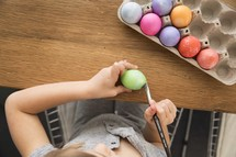 children decorating Easter eggs