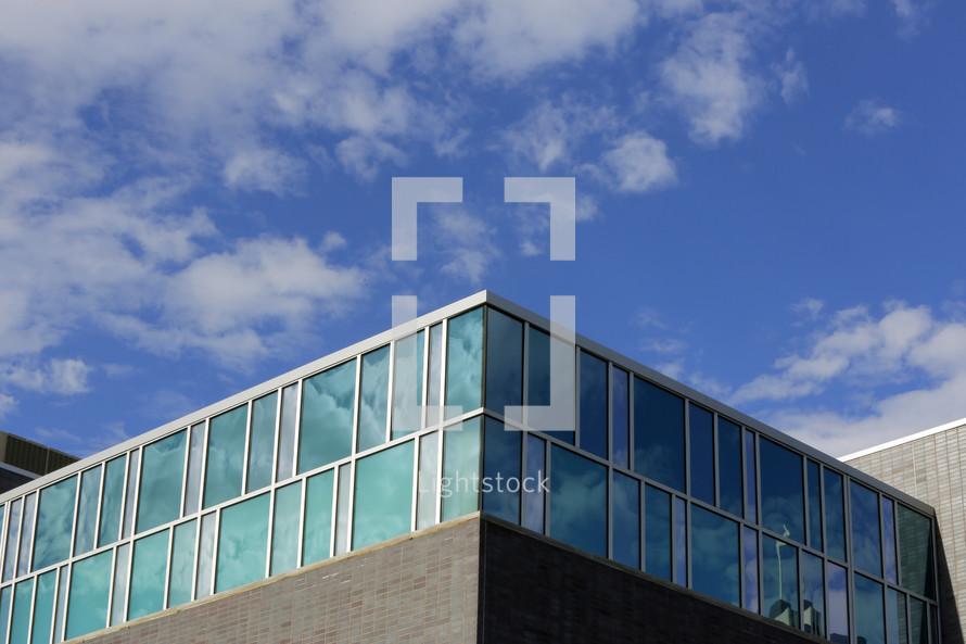 corner of a bundling covered in glass windows