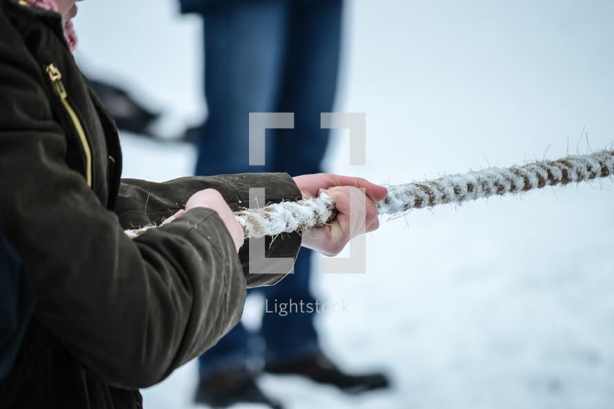 tug o war rope pull