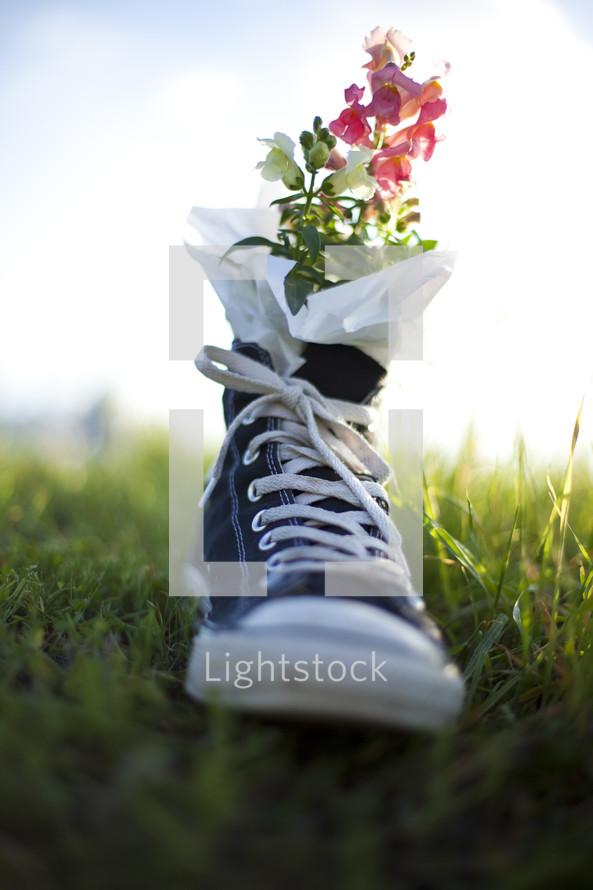 Tennis shoe flower pot