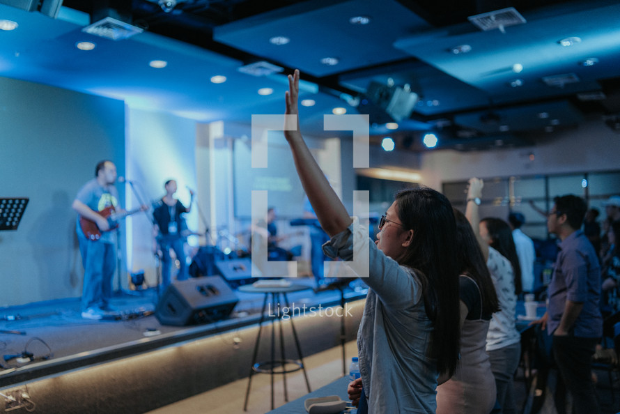 worshipers singing along to worship music