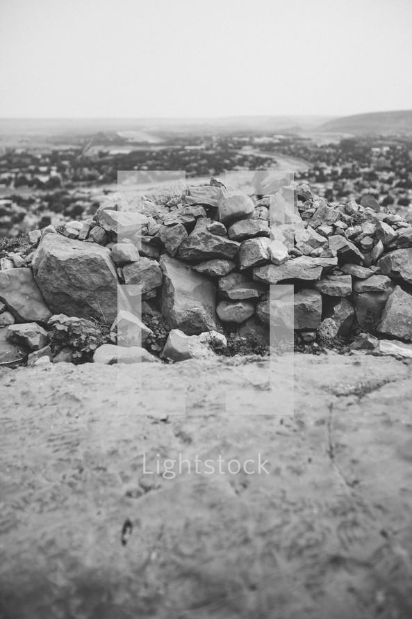 Wall of rocks.