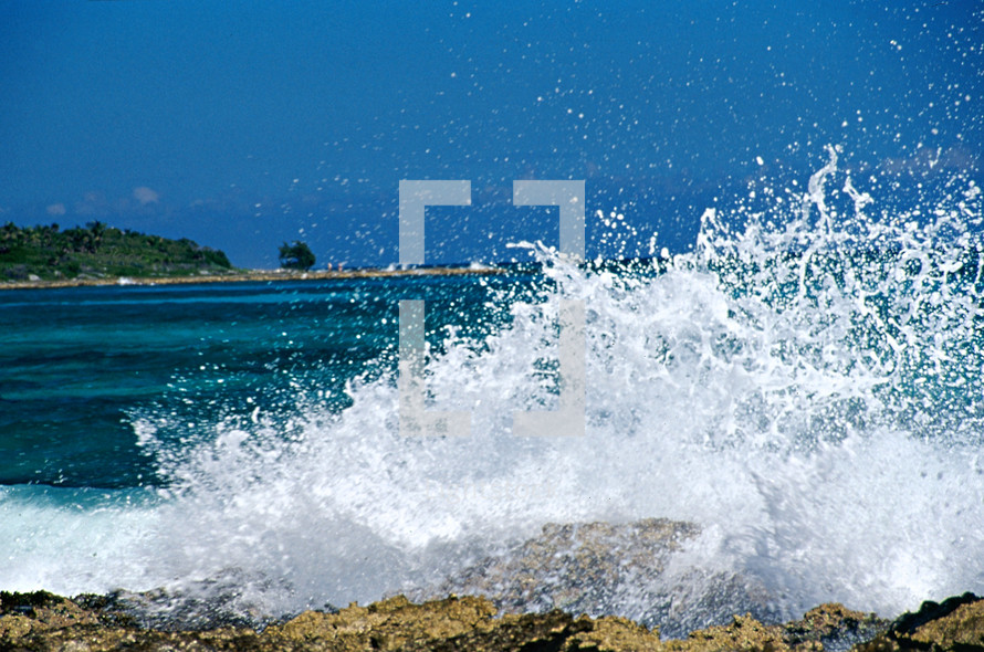 Ocean waves splashing on rocks