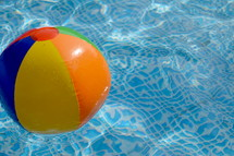 beach ball in a pool, relax in the pool, 