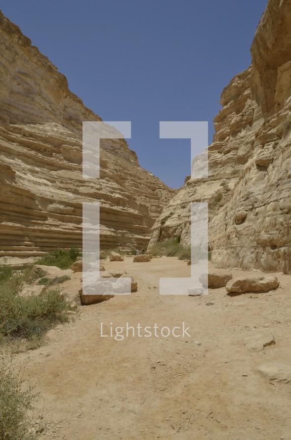 Hiking the Nahal Zin canyon