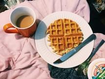 waffles, breakfast in bed