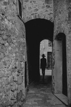 silhouette of a woman walking through the narrow alleys of Italy