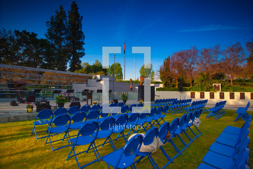 outside seating area - stage