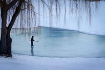 kids playing hockey on a frozen ponds