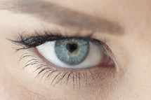 heart shaped pupil in eye