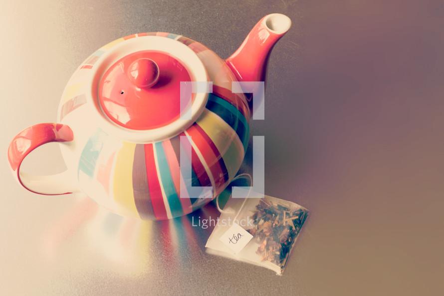 tea pot and tea bag