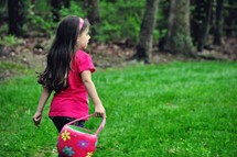 girl child with an Easter basket