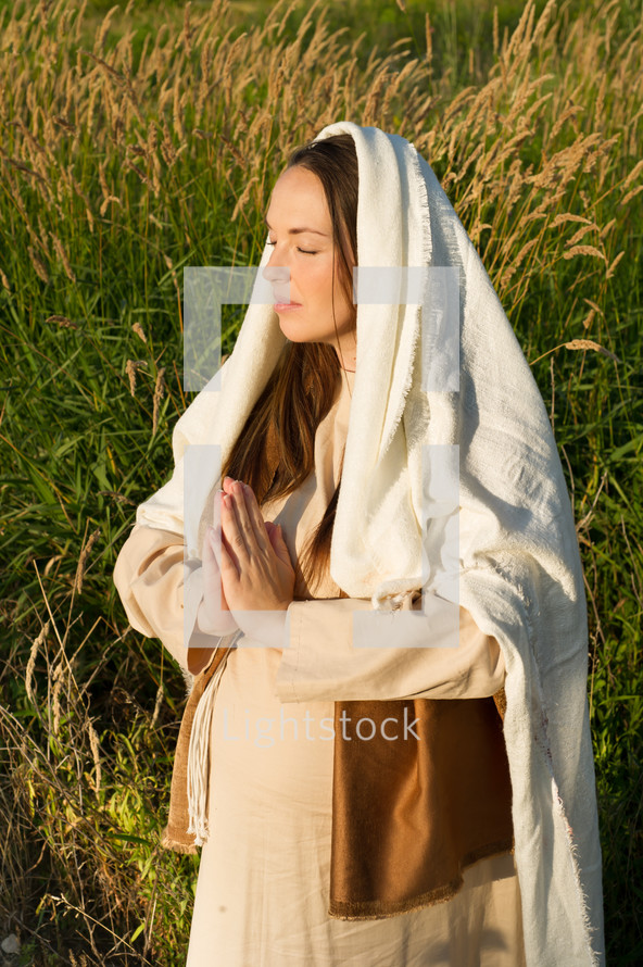 pregnant Mother Mary in prayer