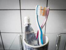 his and her toothbrushes