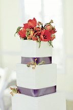 red tulips on a Wedding Cake