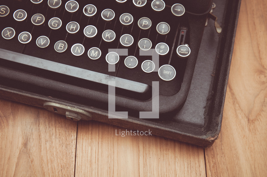 keys on a vintage typewriter