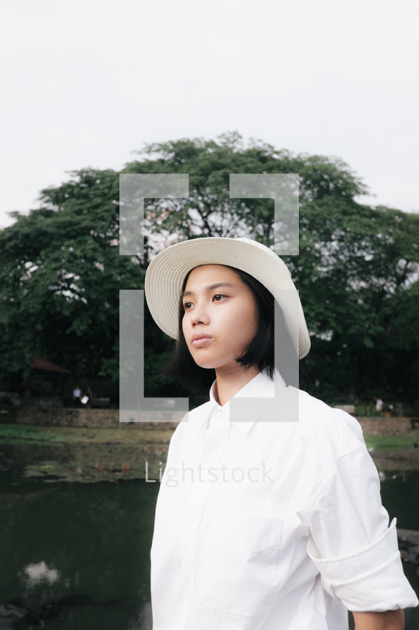 a young woman in a hat