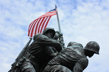 Statue of soldiers raising a flag.