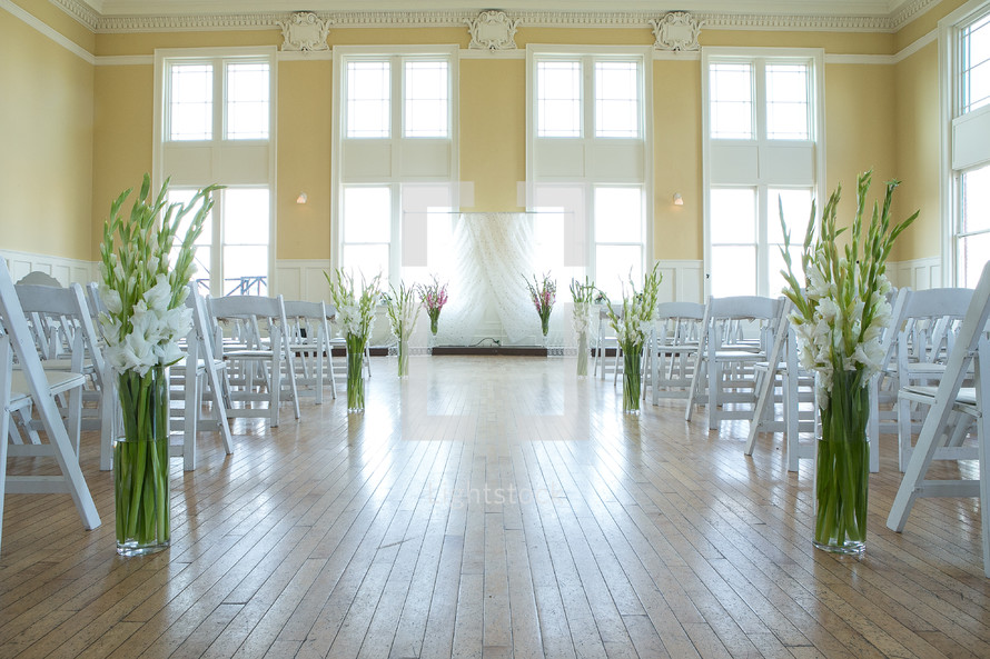 empty wedding chairs before the guests arrive