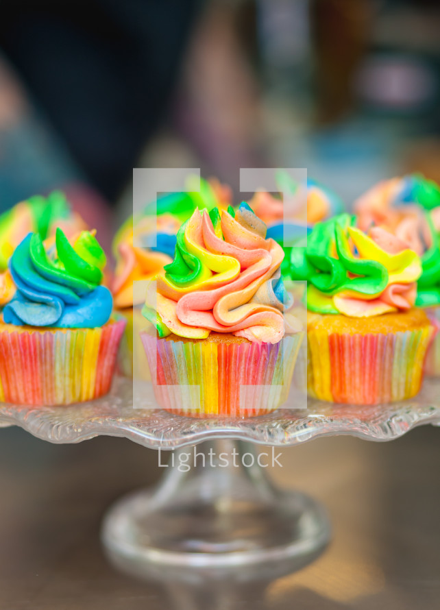 rainbow icing on cupcakes