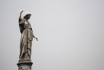 statue pointing up