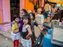 children in a market in Mandawa, India