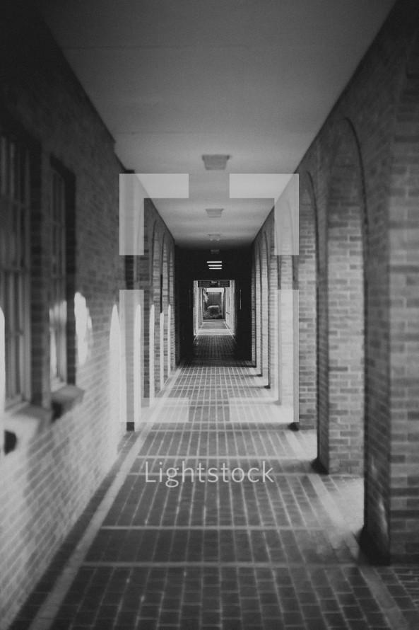 Empty column walkway