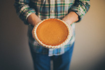 Serving the pumpkin pie.