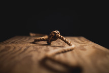 Knot in rope on wood.