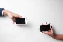 hands holding iPhones