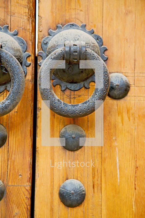door pull on a wood door