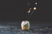 sparklers on cupcakes
