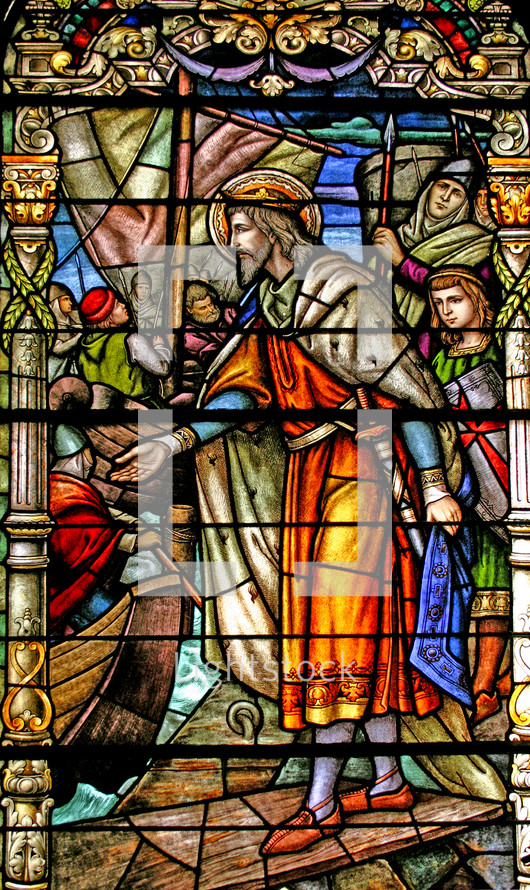 Jesus wearing a crown in a New Orleans stained glass window