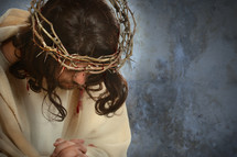Jesus with a crown of thorns praying