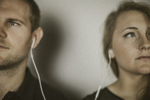couple listening to earbuds