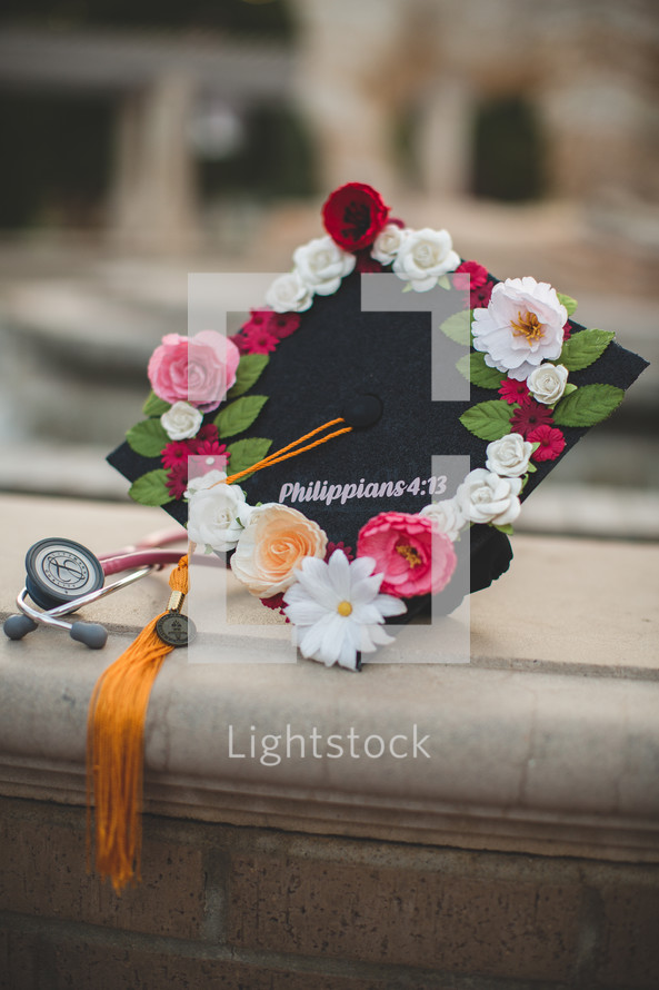 graduation cap with Philippians 4:13