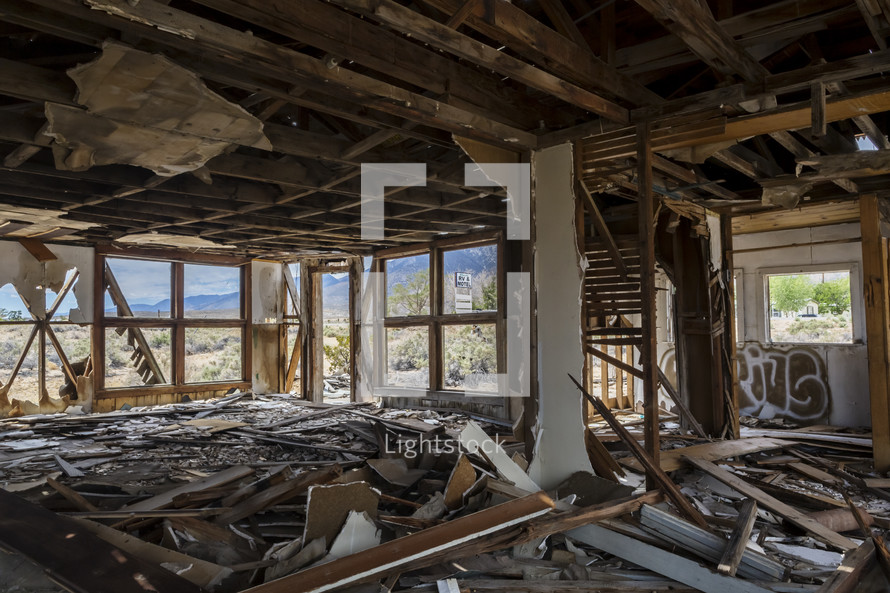 ruins of a house in Ridgecrest