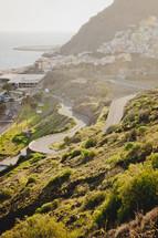 curvy roads along the shore in Teneriffa