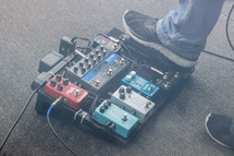 worship lead guitar pedalboard effects fx with fog machine