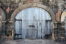 rustic door in San Juan