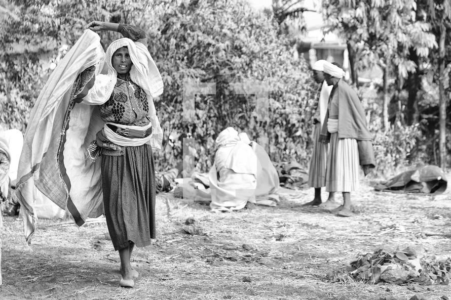 women in a market in Ethiopia