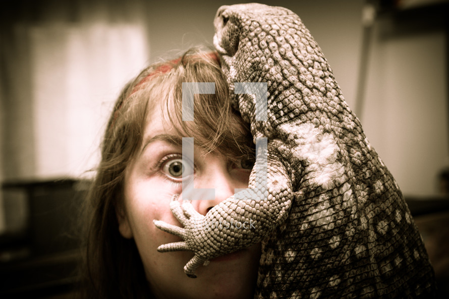 girl and lizard
