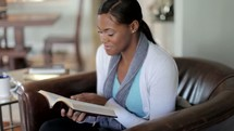 woman praying and reading a Bible